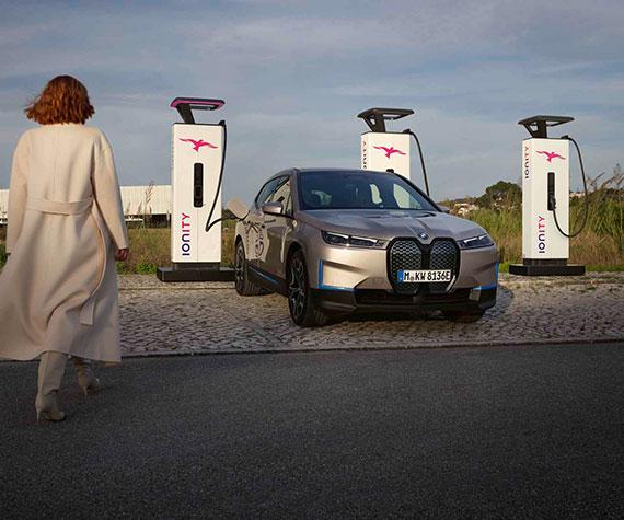 BMW iX Highlights - Komfortabel, schnell und einfach laden